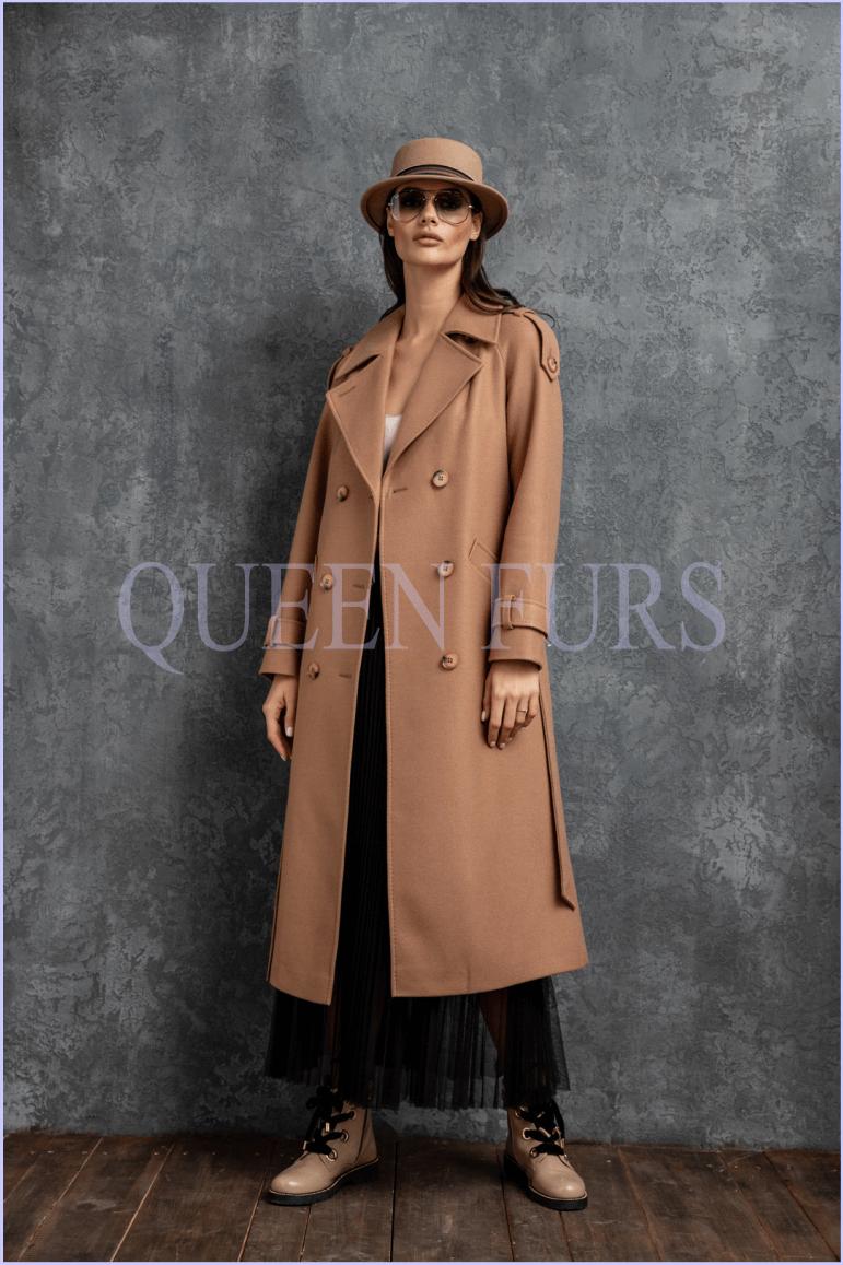 Строгое пальто в стиле милитари